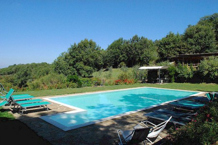 Accommodation with swimming pool in Chianti