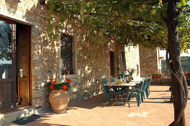 Tuscan villa to rent for up to 13 people